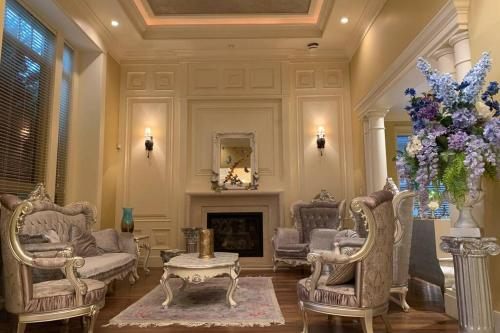 Newly Renovated Fantastic Mansion 6 Bedroom suits - Accommodation - Richmond