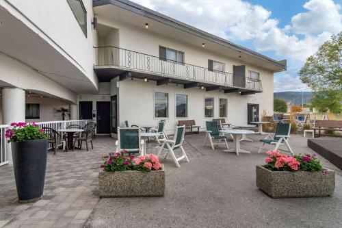 Coast Penticton Hotel - Photo 4 of 39