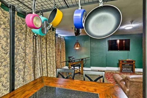 221B - Sleeps up to 5! - Apartment - Saint Louis