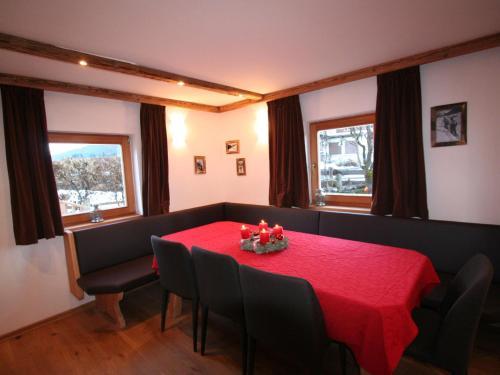 Cozy Chalet in St Johann in Tirol with Private Garden - Alpendorf