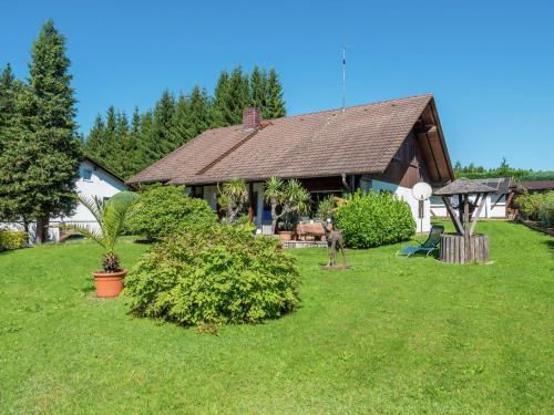. Modern Apartment in Gutenbach with Forest Nearby