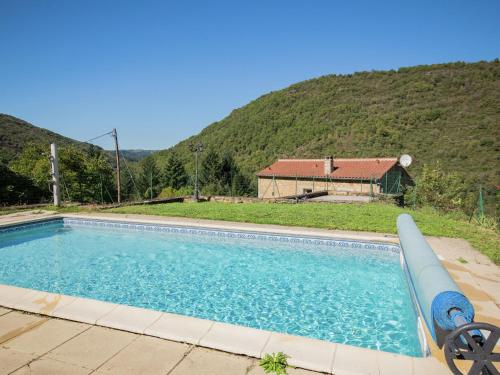 . Modern Holiday Home with jacuzzi in Brousse-le-Chateau