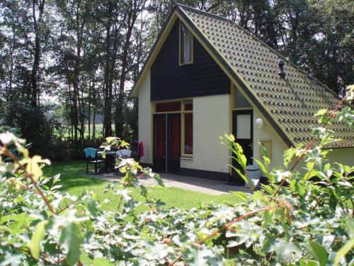 Attractive holiday home with a whirlpool near Zwolle