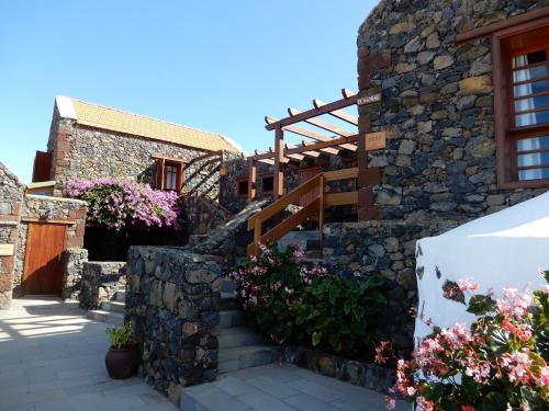 . Casas Rurales Los Almendreros