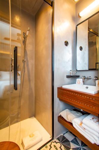 Basic Double Room - Sea View Hotel La Torre del Canonigo - Small Luxury Hotels 11