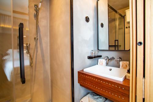Basic Double Room - Sea View Hotel La Torre del Canonigo - Small Luxury Hotels 13