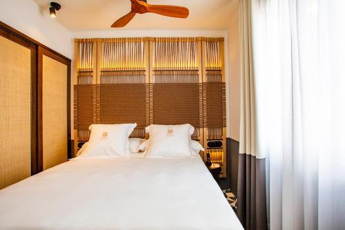 Basic Double Room - Sea View Hotel La Torre del Canonigo - Small Luxury Hotels 10