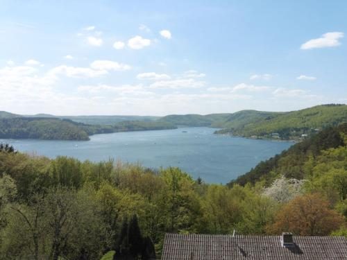 . Mediterranean-style flat with wood stove, terrace and a terrific view of the Edersee dam