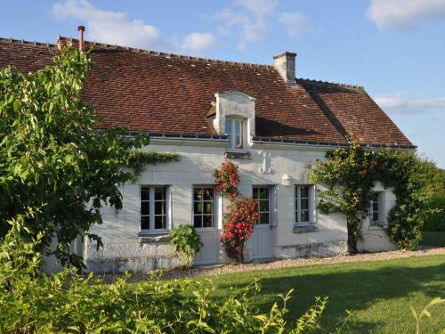 . Spacious Holiday Home in Chambourg-sur-Indre with Pool