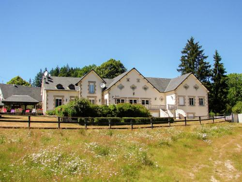 . Cozy Holiday Home in Ambrugeat with Private Garden