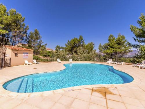 . Charming Apartment in Mallemort with Swimming Pool