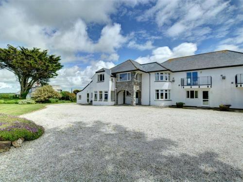 Cosy Apartment In Cornwall Near Sea, St Merryn, Cornwall