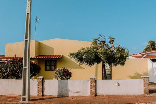 Qavi - Casa Amarela #ParaísoDoBrasil