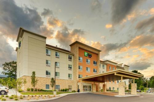 . Holiday Inn Express & Suites - Saugerties - Hudson Valley