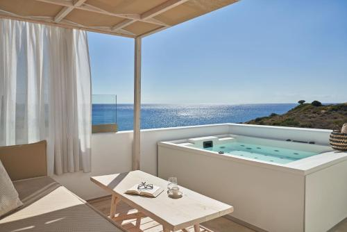 . Volcano Luxury Suites Milos