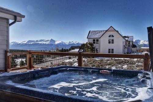 . Best Views in Town + Pool Table & Fireplace +Dogs!