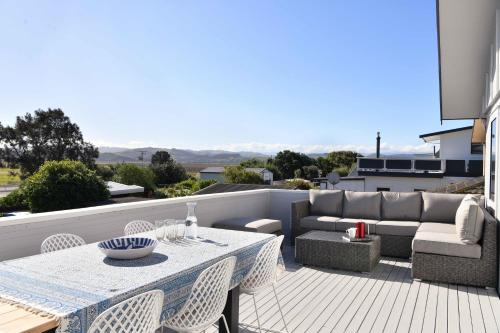 Beachfront at the Bay - Westshore Holiday Home - Hotel - Westshore