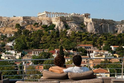 7 Kapnikareas & Mitropoleos, Athens, 105 56, Greece.