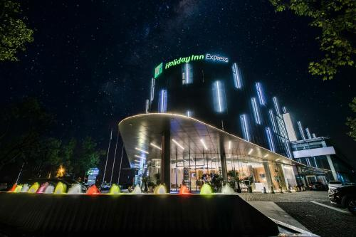 . Holiday Inn Express Shanghai Songjiang Fangta