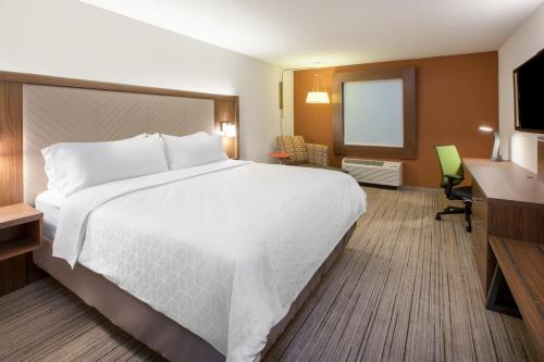 Holiday Inn Express & Suites - Woodside Queens NYC, an IHG Hotel - image 3