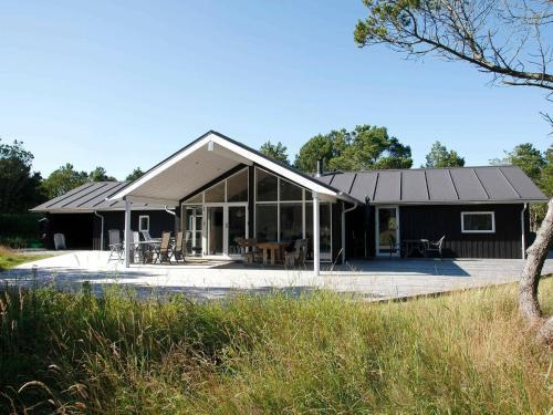 Three-Bedroom Holiday home in Selje 3, Pension in Ålbæk