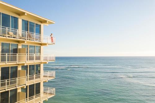 . Kaimana Beach Hotel