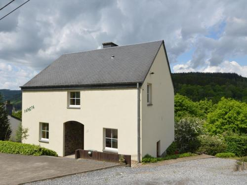 . Cosy Apartment in Bouillon with Garden