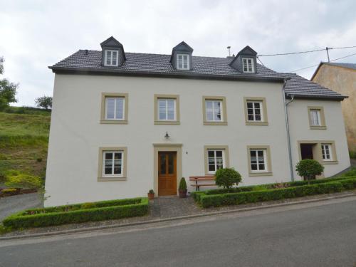 . Peaceful Apartment in Plutscheid Eifel near Forest