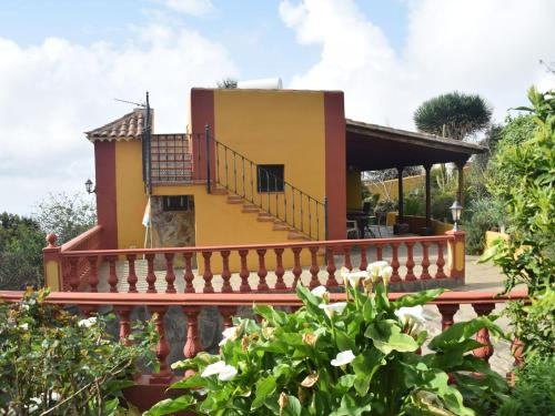 Cozy Cottage in Orotava with Swimming Pool
