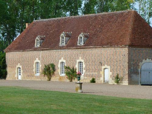 Dependance of a 16th century castle listed as an historical monument! - Location saisonnière - Château-sur-Allier