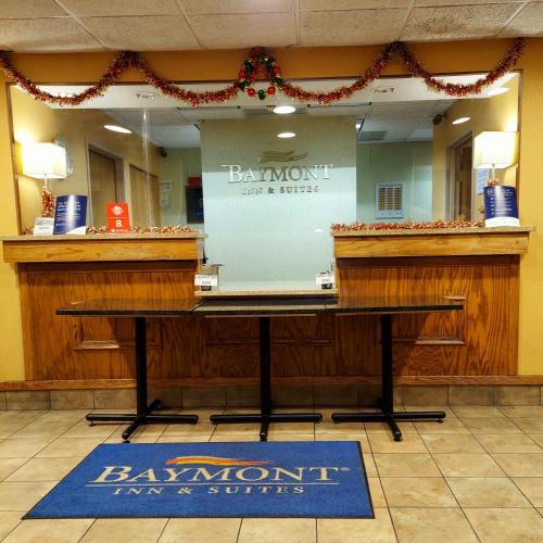 Baymont by Wyndham Portage - Hotel