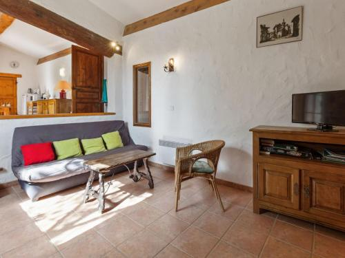 Welcoming Holiday Home in Tautavel with Balcony - Location saisonnière - Tautavel