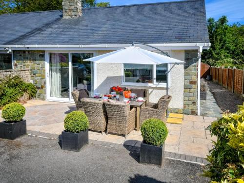 Cozy Holiday Home In Llanbedrog Britain With Private Garden