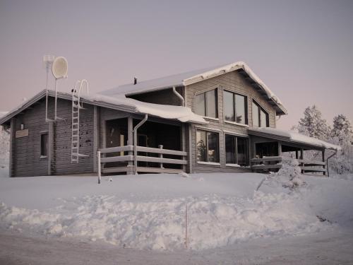 Five-Bedroom Villa with Sauna - Mäntytie 5