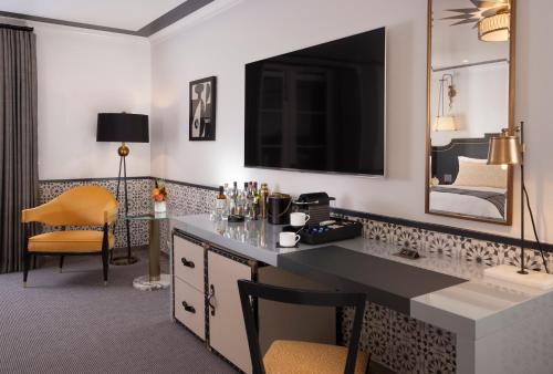 Hotel Californian - image 14