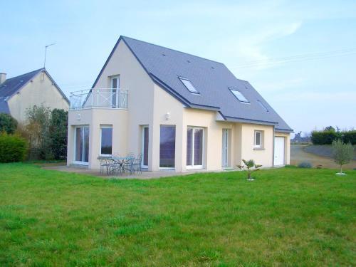 . Maison de 4 chambres a Courtils avec jardin clos et WiFi a 30 km de la plage