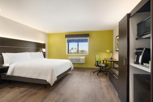 Holiday Inn Express - Jamaica - JFK AirTrain - NYC, an IHG Hotel - image 11