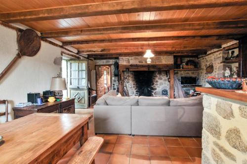 Maison de 3 chambres a Senezergues avec magnifique vue sur la montagne jardin amenage et WiFi a 100 km des pistes - Hotel - Sénezergues