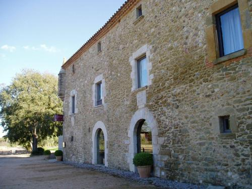 Calle Vilanova, 1, 17121 Monells, Girona, Spain.