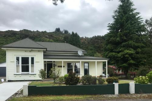 The Old Vicarage - Reefton