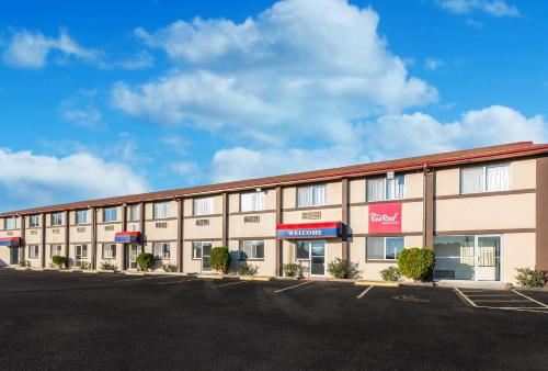 . Red Roof Inn & Suites Wapakoneta