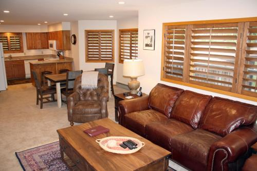 Woods Manor #302-A - Close to Main Street - Access to Indoor Hot Tub and Shuttle - Breckenridge