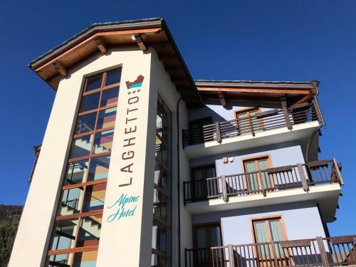 . Laghetto Alpine Hotel & Restaurant