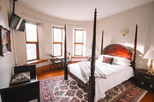 . Bellas Castle Bed and Breakfast