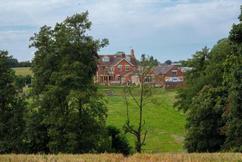 Cholmondeley Road, Wrenbury, Cheshire, CW5 8HJ, England.