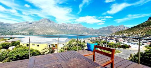 . Hout Bay Breeze