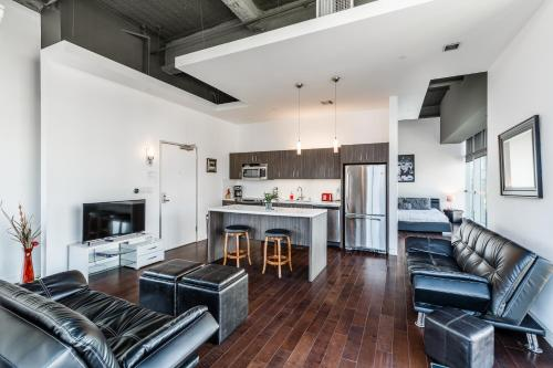 . Hollywood Walk of Fame Furnished Apartments