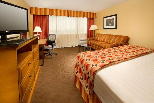 Deluxe King Room with Sofa Bed - High Floor