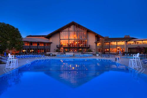 Salt Fork State Park Lodge and Conference Center - Accommodation - Tyner