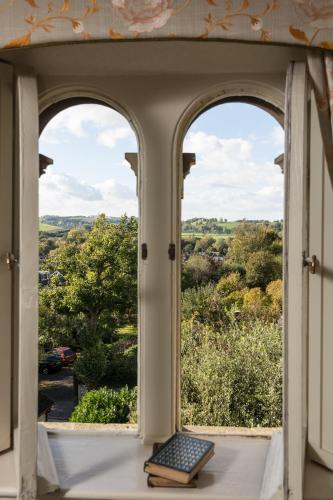 141 Newbridge Hill, Bath, England, United Kingdom, BA1 3PT.